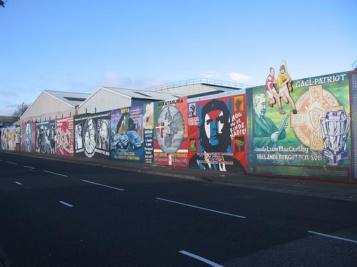 Los grafities, un recurso turístico más en Belfast